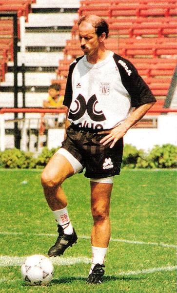 Llegó como goleador, pero Gustavo de Luca se fue de Alianza dejando solo sinsabores (Recorte: revista El Gráfico Perú)