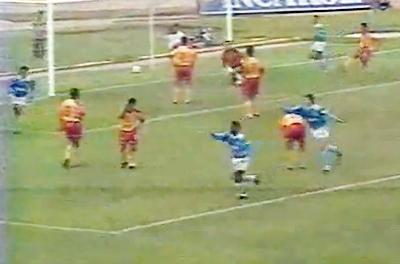 Cristal arrasó con San Agustín en 1994 aunque el marcador solo arrojó un 4-0 (Captura: Youtube)
