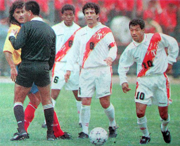 El último partido de Cueto con Perú fue con el grupo que entonces comandaba el 'Chorrillano' Palacios (Recorte: diario Líbero)