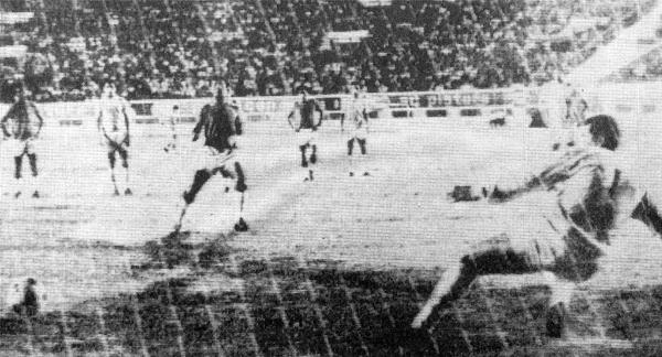 Gol de penal de Próspero Merino frente a Cristal en partido por la Libertadores de 1969 (Foto: elciclondelnorte.com.pe)