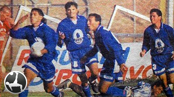 Julio Besada celebra el empate de UPAO en la ida ante Pomalca en 1999. (Foto: diario La Industria de Trujillo)