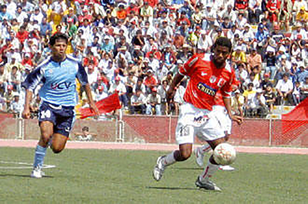 A estadio lleno, Aurich se deshizo de Sport Vallejo en una llave cerrada en 2006. (Foto: diario Correo de Chiclayo)