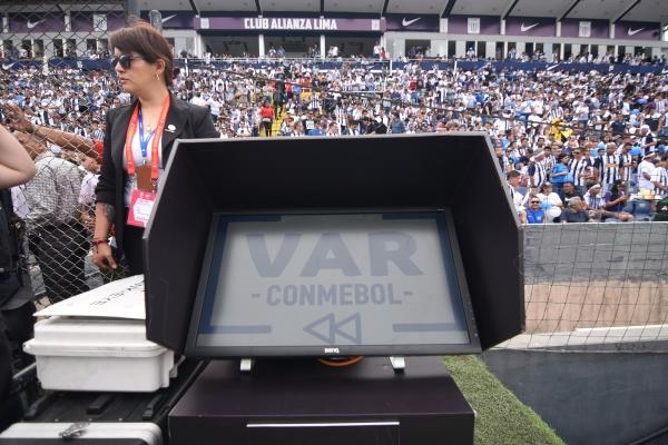 ¿Cómo así llegó tan rápido el VAR a Matute? (Foto: Álex Melgarejo / DeChalaca.com)