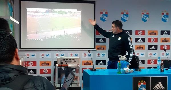 Claudio Vivas armó un show después de jugar ante Comercio en Moyobamba. (Foto: Ovación Digital)