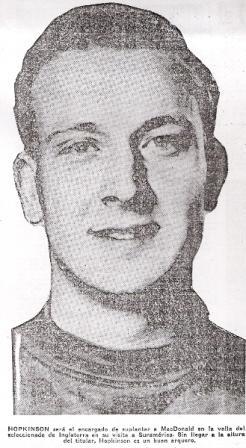 El golero Hopkinson fue el gran sacrificado de la tarde (Recorte: diario La Crónica, 13/05/59)