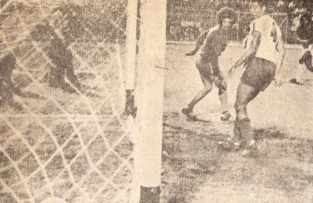 'Patrulla' Barbadillo anota por segunda vez en la puerta de El Nacional de Quito para sellar el 2-0 a favor de los granates (Foto: revista Ovación)