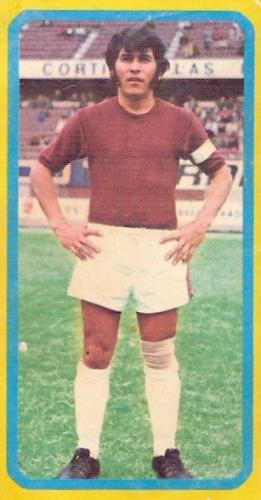 Antonio Trigueros, un hombre identificado con Defensor que llegó a la selección (Cromo: álbum Fútbol 75, Editorial Navarrete)