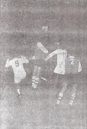 Cassaretto y 'Kilo' Lobatón cargan sobre el área riverplatense (Foto: diario La Crónica)
