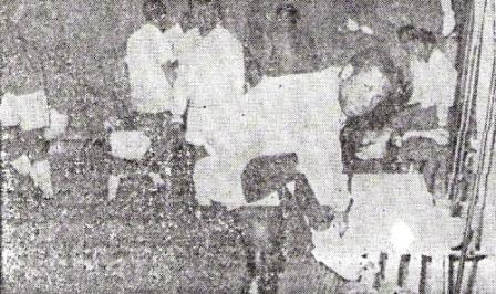 La calistenia previa en el camarín antes de saltar al campo de San Carlos de Apoquindo (Foto: diario La Crónica)