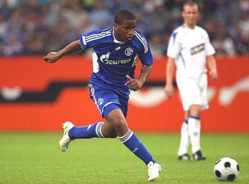 Farfán tuvo un primer semestre de plácemes en el PSV, pero en Schalke aún no encuentra su posición goleadora (Foto: bundesliga.de)