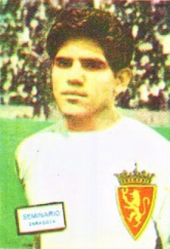Con la chompa blanca del cuadro maño, la temporada que hizo historia en España (Foto: álbum Panini)