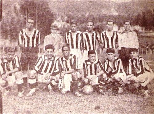 Formación del Ciclista Lima en 1931 antes de jugar un partido en Bogotá. De pie: Larrea, Miranda, Martínez, Muro y Sánchez. Hincados: Aranda, Moscoso, Ramírez, Panai, Angulo y Carrillo Nalda (Foto: revista Equipo)