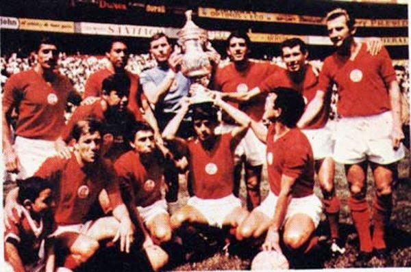 Tras superar 2-0 a Necaxa, los 'Diablos Rojos' del Toluca se consagraron campeones en la temporada 1966-1967, con el peruano como uno de sus principales exponentes (Foto: femexfut.org.mx)
