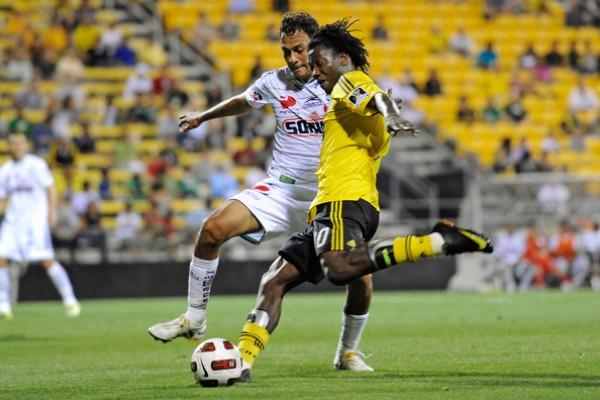Andrés Mendoza recaló en la MLS, donde defiende los colores del Columbus Crew. Sin embargo, sus apariciones en la oncena estelar son escasas (Foto: zimbio.com)