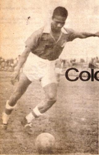 Valeriano López con la divisa del Deportivo Cali: el terror de los goleros colombianos. (Recorte: revista Ovación)