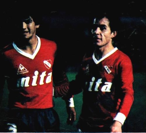 Con Bochini, Navarro inició una sociedad importante que aparentemente luego se rompió. (Foto: somosdiablos.com.ar)