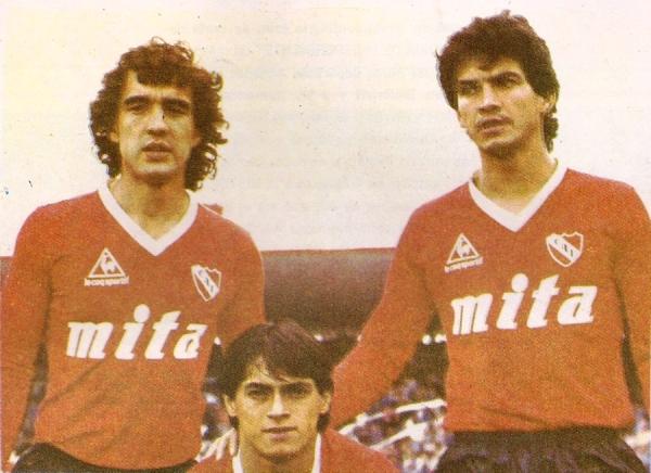 Barberón, Percudani y Navarro: el sistema ofensivo de Independiente 1986/1987. (Foto: somosdiablos.com.ar)