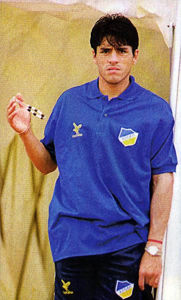 El haber formado parte de la selección peruana que alcanzó el cuarto puesto en la Copa América de Bolivia en 1997 le permitió a Alfonso Dulanto tener la oportunidad de regresar a Europa (Recorte: revista Once)