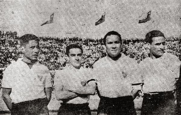 Con la camiseta de Colo Colo, César Socarraz aparece junto a Pablo Pasache, Arturo Fernández y 'Lolo' Fernández que jugaron como refuerzos del elenco chileno (Recorte: revista Equipo)
