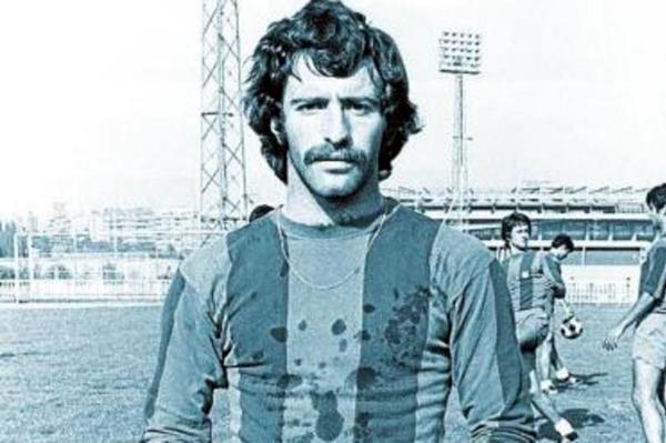 Pedro Aicart con camiseta del Barcelona Atlétic, con el que llegó a jugar una temporada. (Foto: mundodeportivo.com)