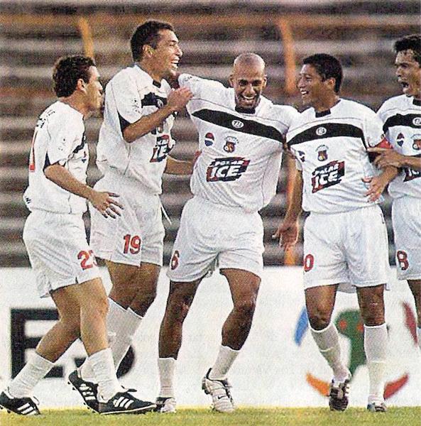 Paul Cominges luego de anotar uno de sus goles en el exitoso paso que tuvo por Caracas (Recorte: diario El Bocón)