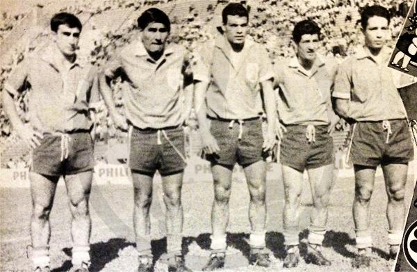 Una línea de ataque de Huracán con Hugo Tedesco, 'Tito' Gómez, Miguel Álvarez, Miguelito Loayza y el 'Mono' Obberti (Recorte: revista Ovación)