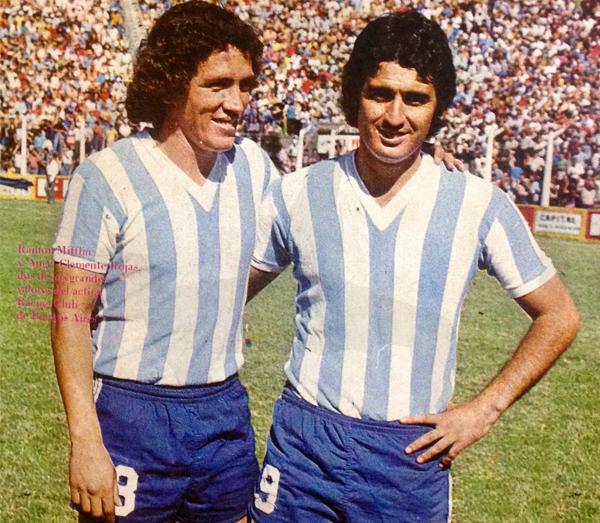 El 'cabezón' Mifflin junto a Ángel Clemente Rojas, figura del futbol argentino que en 1974 formó parte de la 'Academia' (Recorte: revista Ovación)