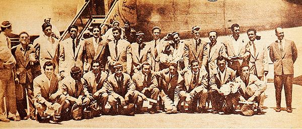 José Balbuena con el plantel chileno que viajó a Guayaquil para el Sudamericano de 1947 (Foto: Revista Estadio).