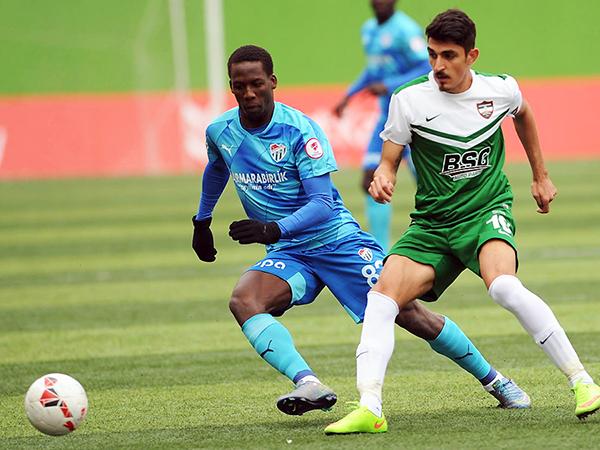 Advíncula tuvo un buen desempeño. Su Bursaspor no. (Foto: prensa Bursaspor)