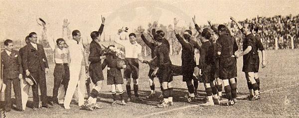 Un saludo hacia el público de los jugadores de Melgar en canchas chilenas (Recorte: revista Los Sports)