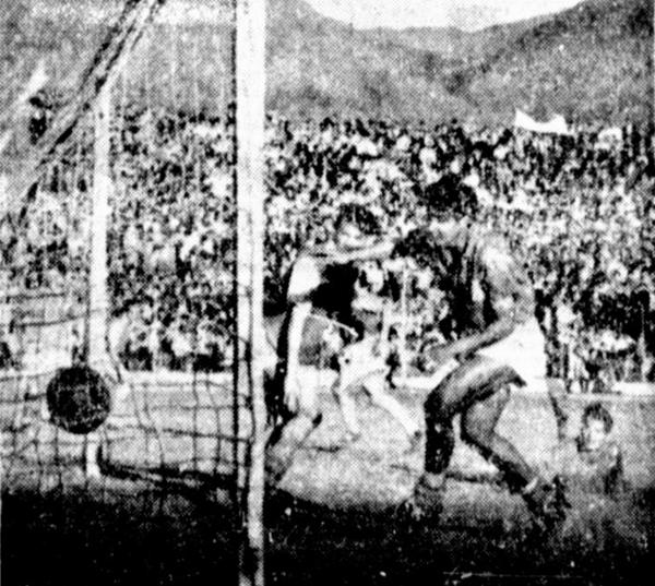 El segundo gol de Santa Fe en su primer encuentro con Millonarios, obra de Rafael Prieto (Foto: diario El Tiempo de Bogotá)