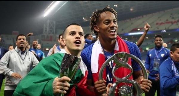 Carrillo alcanzó el mayor logro de un jugador peruano en el exterior en el año: un título continental. (Foto: FIFA)