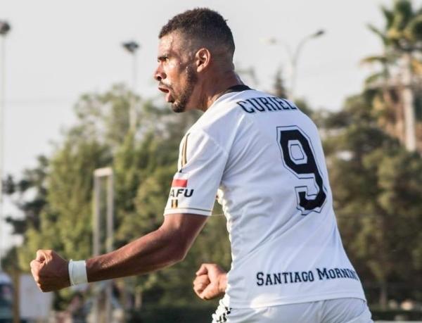 En silencio, Curiel dejó su cuota goleadora en el ascenso chileno. (Foto: Prensa Santiago Morning)