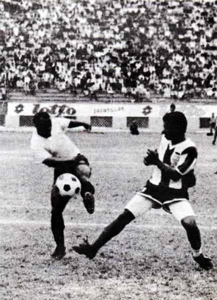La punzante velocidad de Carlos Henrique Paris se mantuvo en el equipo rosado luego de lograr el ascenso (Foto: libro '¡Vamos Boys!', Teodoro Salazar Canaval)