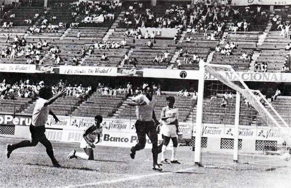 Claudio Adao llegó como una estrella consumada al fútbol peruano y con la camiseta de Boys tomó un nuevo brillo a punta de goles (Foto: libro '¡Vamos Boys!', Teodoro Salazar Canaval)