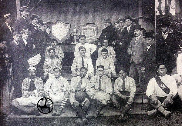 Plantel campeón de Sport José Gálvez en 1915. (Foto: diario La Crónica)