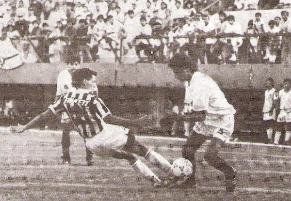 El recordado partido ante Universitario, también por el Apertura. Ciclista ganó por un contundente 4-1 (Recorte: revista Estadio)