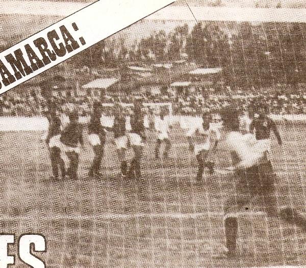 Escenas del duelo entre UTC y Universitario en el estadio Héroes del San Ramón, por la Copa Libertadores 1986. En aquel cotejo, el 'Gavilán Norteño' sucumbió por 1-3. Luego se despediría del certamen recibiendo a los equipos bolivianos (Foto: revista Ovación)