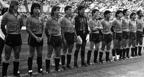 El equipazo de Barcelona en 1990. De izquierda a derecha: Saralegui, Trobbiani, Acosta, Montanero, Morales, Hurtado, Guzmán, Izquierdo, Uquillas, Muñoz y Quinteros (Foto: geocities.com)
