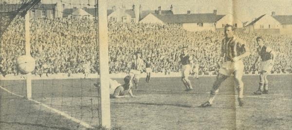 Ipswich Town jugando ante el Brighton & Hove Albion en la Segunda División inglesa en la temporada 1959 (Foto: tmwmtt.com)