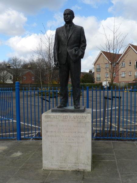 La estatua de Ramsey para la eternidad en el pueblo al que hizo famoso (Foto: tmwmtt.com)