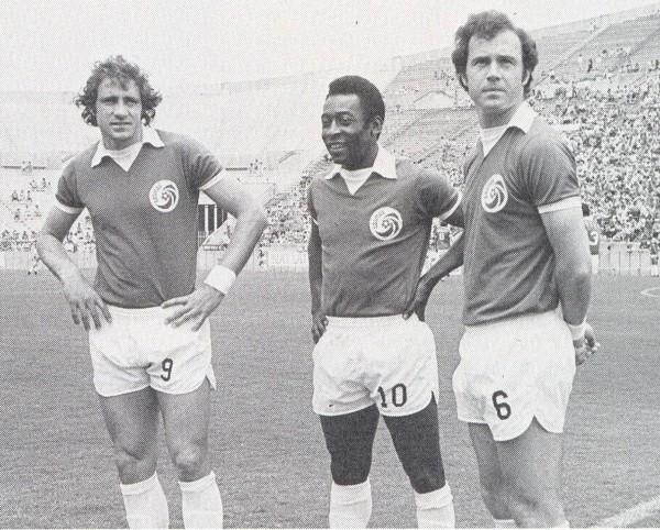Chinaglia, Pelé y Beckenbauer: trío mágico que el Cosmos permitió juntar (Foto: nasljerseys.com)