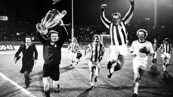 La vuelta olímpica luego del triunfo sobre Atlético (Foto: UEFA.com)