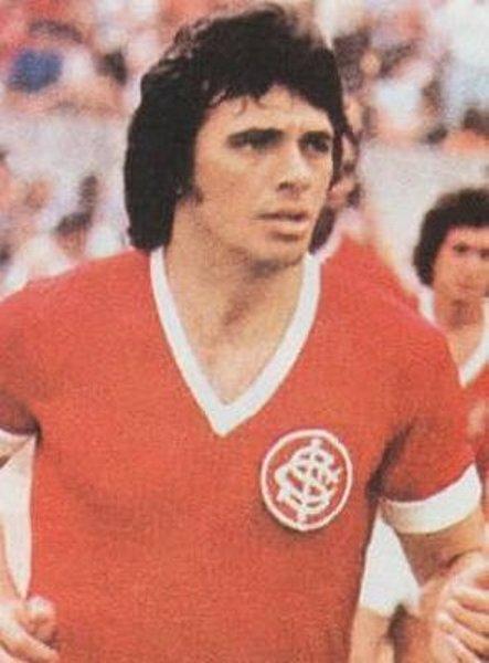 El chileno Elías Figueroa, uno de los bastiones en la retaguardia 'Colorada' de los setenta (Foto: ferplei.com)