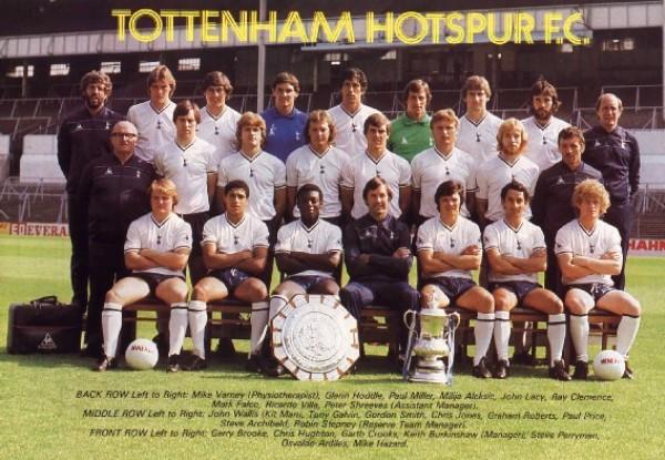 La postal del equipo que repitió el plato en la Copa FA de 1982 venciendo al Queens Park Rangers (Foto: fa-cupfinals.co.uk)