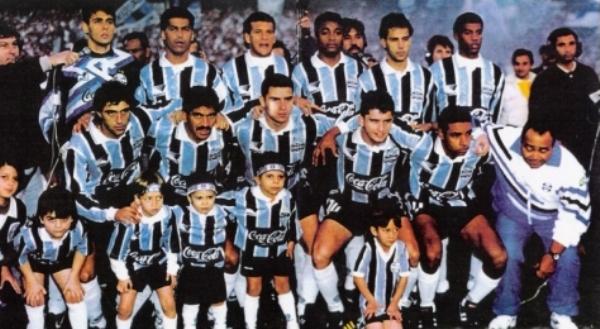 Formación del Gremio campeón en la Copa de Brasil 1994. Nótese entre los de arriba a Pingo (el segundo de izquierda a derecha), quien años más tarde defendería las sedas de Sporting Cristal (Foto: pt.gremio.wikia.com)