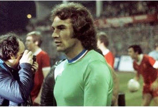 Osvaldo Piazza, ex técnico de Universitario, era un referente del bloque posterior del Saint Etienne. Eran pues, sus años mozos (Foto: pari-et-gagne.com)