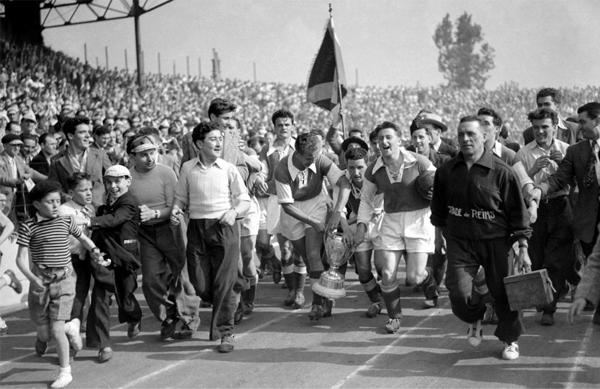Los tiempos de bonanza en Reims se reflejaron en la cantidad de trofeos acumulados (Foto: lequipe.fr)