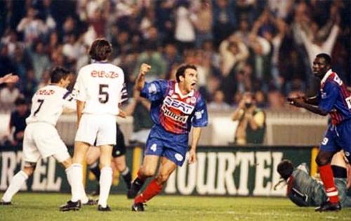 El grito de gol le pertenece a Ricardo luego de anotarle al Toulouse y sellar el título para el PSG al final e la temporada 1993-94 (Foto: psg70.free.fr)