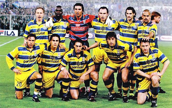Un Parma repleto de figuras completó su mejor temporada en 1999 con la Copa Italia y la Copa UEFA (Foto: crampisportivi.com)